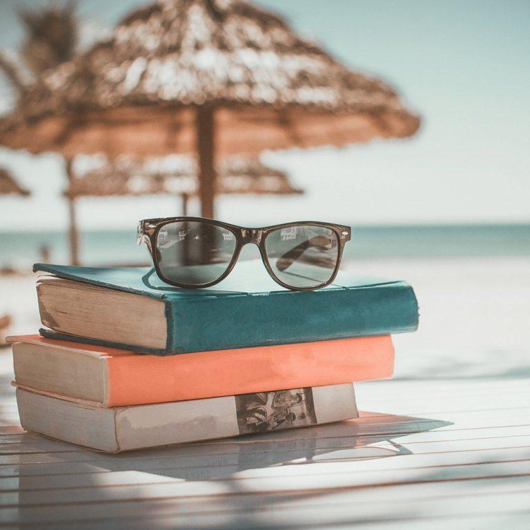 livres ; plage ; vacances