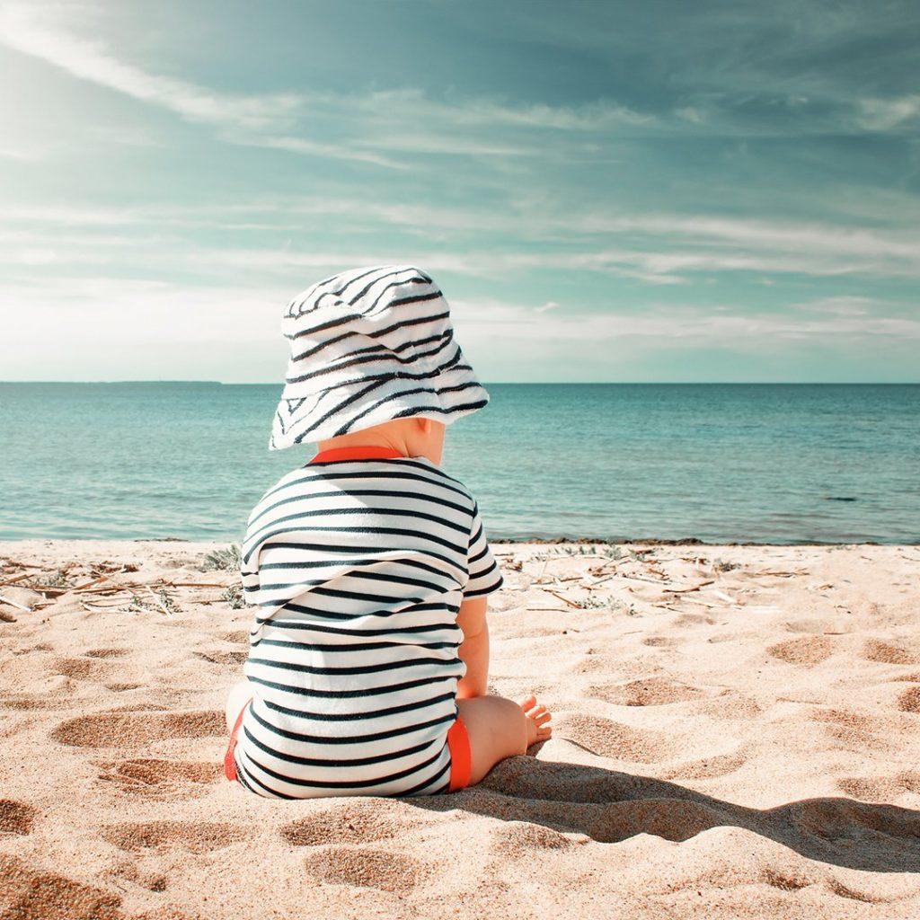 bébé sur la plage
