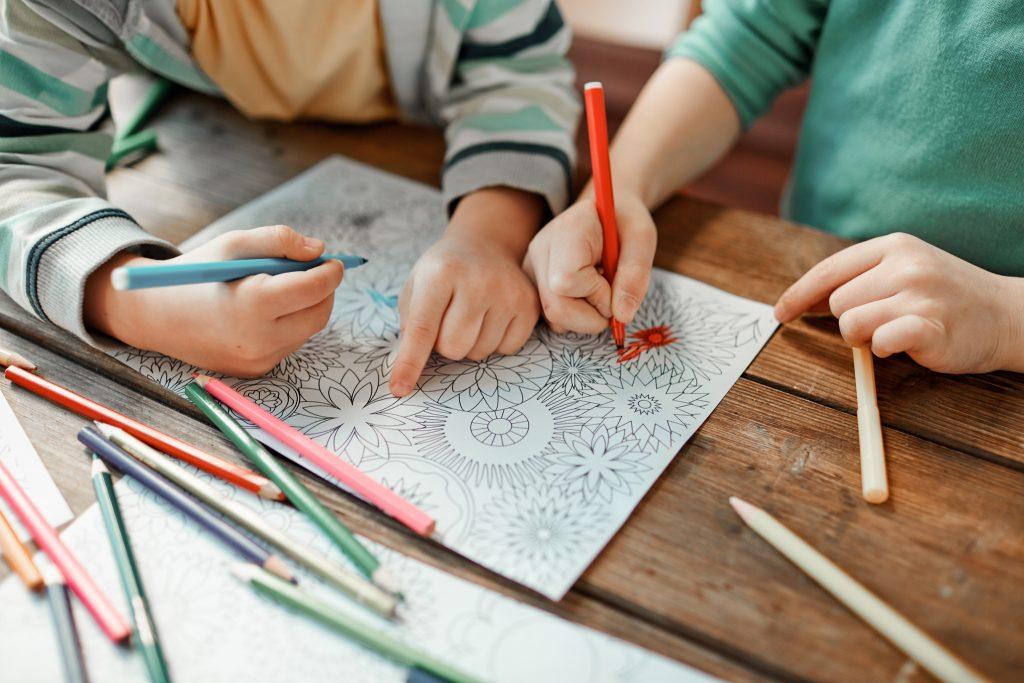 Les mandalas, des coloriages magiques pour vaincre le stress des enfants