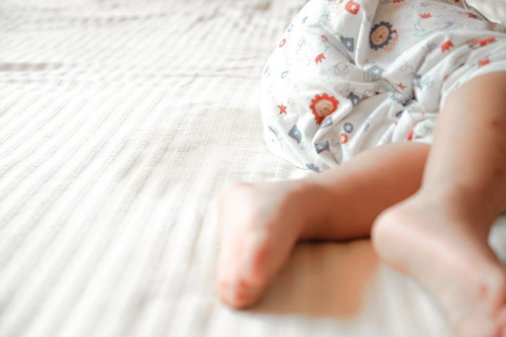 Maman, j'ai fait pipi au lit : comment gérer l'énurésie nocturne ?