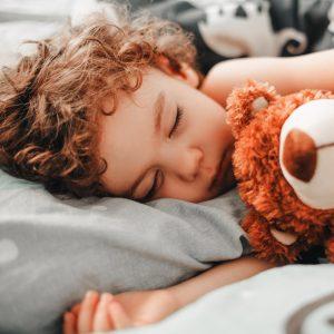 Les atouts fabuleux de l'hypnose pour endormir un enfant
