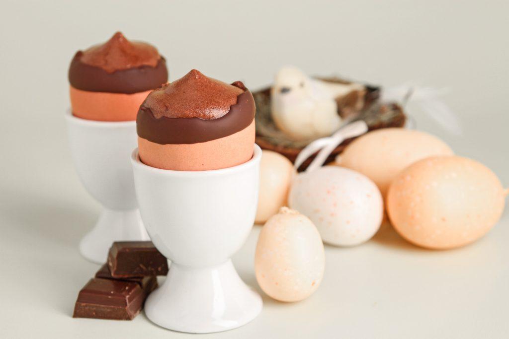 Mousse de Pâques chocolatée dans son œuf
