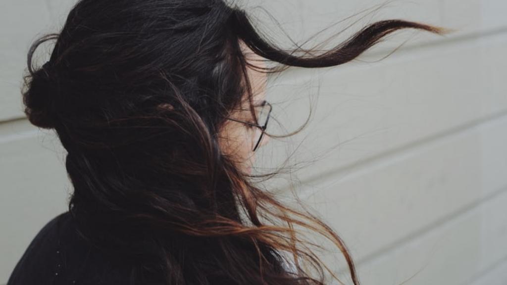 Perte de cheveux, pourquoi les perd-on après l'accouchement?